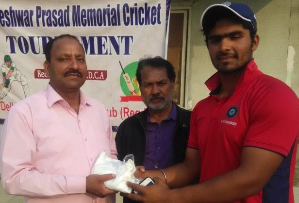 Sarthak Ranjan received man of the match from Pradeep Srivastav in Gyaneshwar cricket