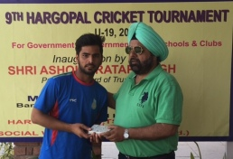 Nitin Tanwar received man of the match award from DP Singh in Hargopal cricket