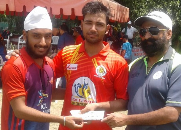 Air India  Captain Aditya Kaushik received man of the from Karan Takkar in Gannon Roshanara Cricket