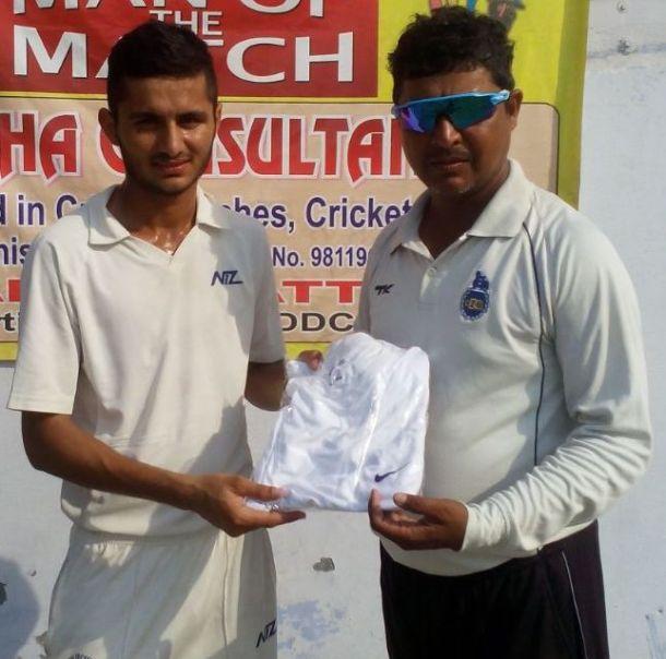 Akhil Kohar received man of the match award from Mahesh Tyagi in TYCA Cricket