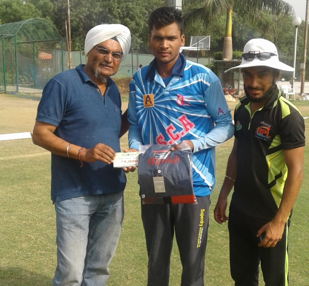 Ankit Chaudhary received man of the match award from Harpreet and Karan in Roshanara cricket