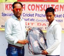 Deepesh Kumar received man of the match from Haider Haseen in TYCA Cricket