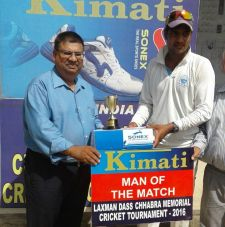 Lalit Yadav Received man of the match award from Raman Gupta Director Padam Cables in Laxman Das Cricket
