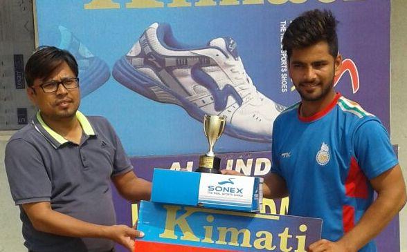 Nitin Tanwar received man of the match from Shankar Singh in Laxman Das Cricket