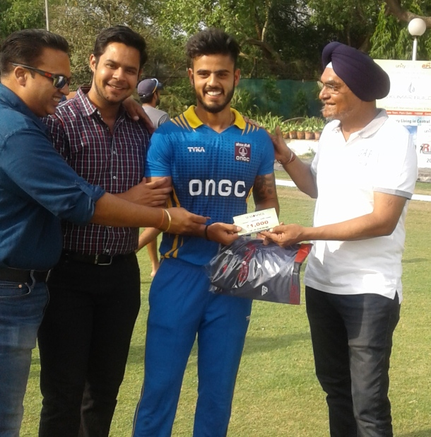 Nitish Rana received man of the match award from Harpreet Takkar in Roshanara cup cricket