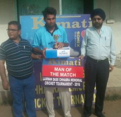 Vipin Dhaka received man of the match in Laxman Das cricket